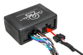 Připojení propojovacího kabelu k instalovanému autorádiu nebo navigaci