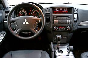 Mitsubishi Pajero 2007 - interiér