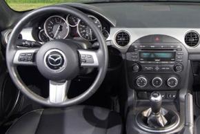 Mazda MX-5 - interiér