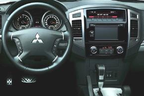 Mitsubishi Pajero Facelift 2015 - interiér