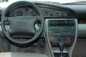 AUDI A6 [C4] (6/1994-10/1997) - interiér