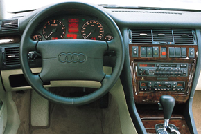 AUDI A8 [D2] (7/1994-3/1999) - interiér