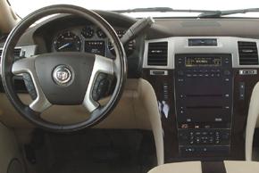 Cadillac Escalade (07-14) - interiér