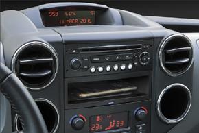 Qi nabíječka instalovaná v autobobilu Citroen