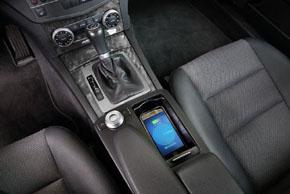 Inbay® Qi nabíječka Mercedes C [W204] - umístění v automobilu