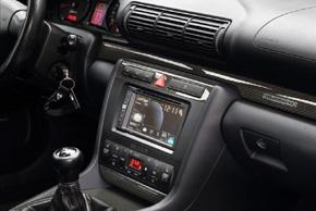 Rámeček autorádia 2DIN Audi A4   instalovaný v automobilu