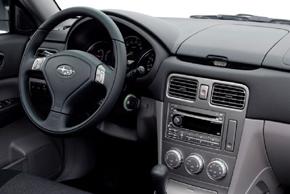 Subaru Forester (03-08) - interiér