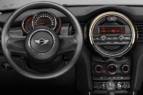 BMW Mini 2016 - interiér s OEM autorádiem