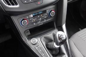 Qi nabíječka Ford Focus (14->) - umístění v automobilu