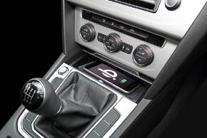 Inbay® Qi nabíječka VW Passat [B8] (14->) - v interiéru automobilu