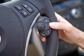 Parrot MKi-9000 Bluetoth handsfree sada - ovládání na volantu