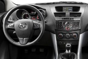 Mazda BT-50 2017 - interiér