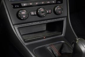 Inbay® Qi nabíječka Seat Leon (12-16) - instalovaný v automobilu