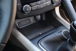 Inbay® Qi nabíječka Renault Kadjar - interiér