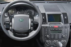 Land Rover Freelander II. Interi0r s OEM autorádiem