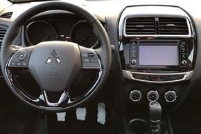Mitsubishi ASX (18->) - interiér s OEM autorádiem